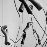 """Sculpture """"Mains"""", réalisée par François Junod, automatier-sculpteur. Crédit Photo: Louise Gueissaz"""